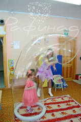 Шоу больших мыльных пузырей детям от 2500 рублей.