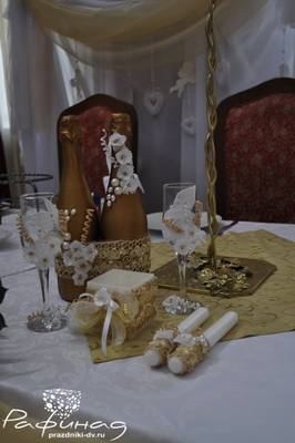 Оформление шампанского или бокалов.
