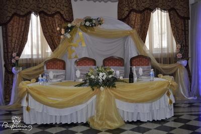 Оформление стола молодых - бордюр 1500 рублей.